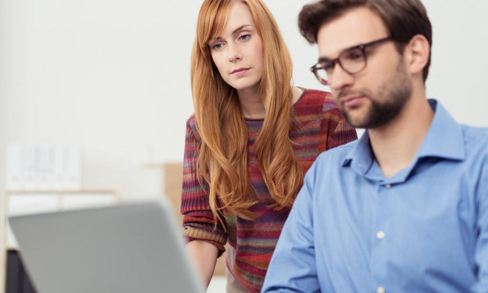 HR-Team schaut sich Datensicherheit in HRworks an