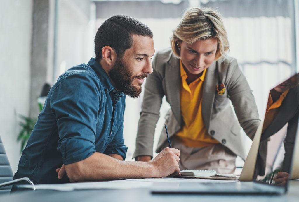 Mitarbeiter machen eine HR Portal Einführung